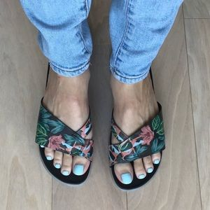 NEW Donald Pliner Tropical Hollie Sandals Size 9
